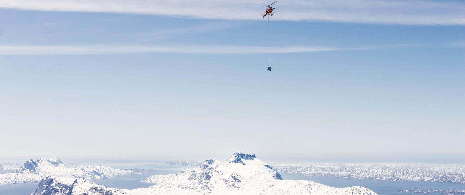 Air Greenland's helicopter transports gasoline tanks over the Sermitsiaq mountain to the top of Qingaaq mountain in Nuuk fjord. Photo by Filip Gielda