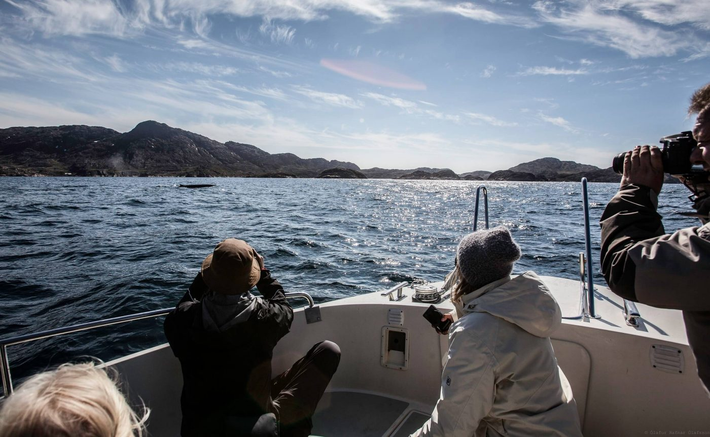 Happy couple sailing in Sisimiut. Photo by Olafur Rafnar Olafsson