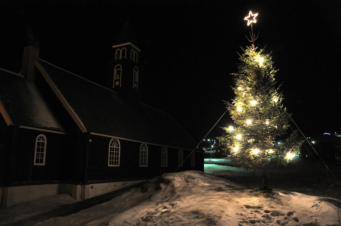 Christmas tree in Ilulissat. Photo by Thomas Nørby Mogensen - Visit Greenland