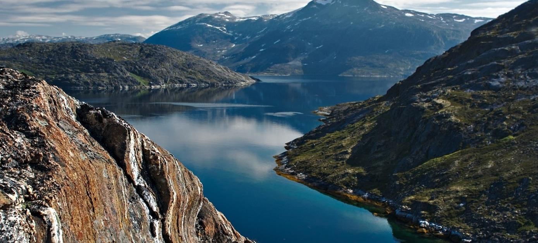 Metamorphic rocks on islands in the maniitsoq area. Photo by Anna Vass