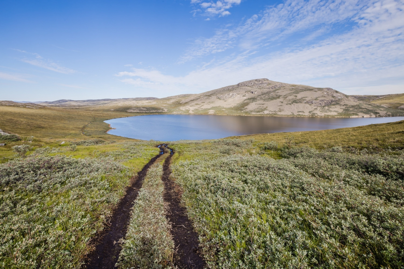 Start of the Arctic Circle Trail near Kellyville, outside of Kangerlussuaq, following a well-used ATV trail. Photo by Lina Stock