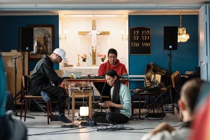 Artists Aqqalu Berthelsen, Hans-Ole Amossen as Woutr von Jaspers joins in. Photo by Jessie Brinkman Evans - Visit Greenland