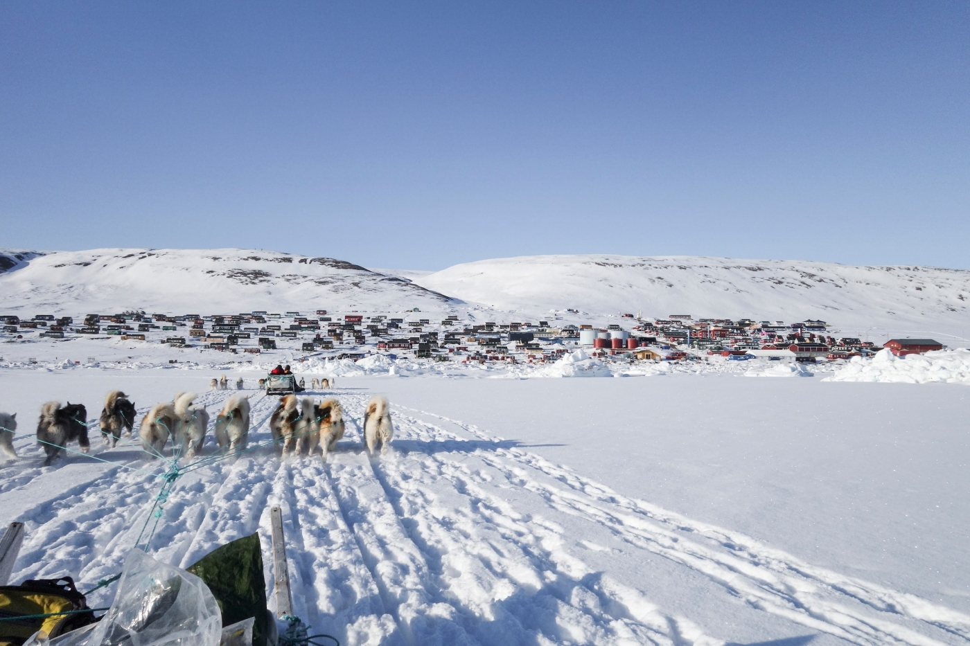 Running Back to Town. Photo by Kim Insuk - Visit Greenland