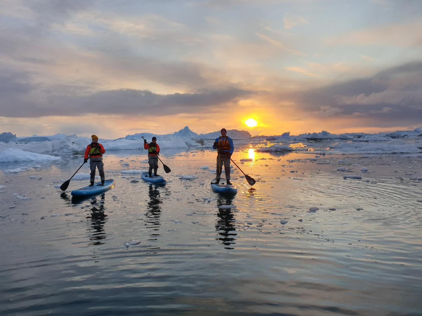 SUP. Photo by Ilulissat Adventure