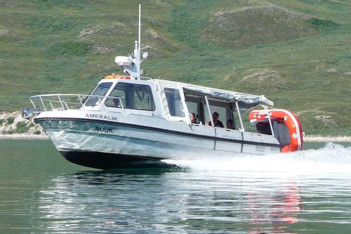 Arctic Guide Fishing 01