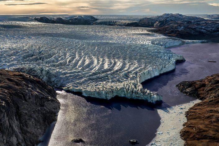 Flightseeing with Air Zafari near Iluliartoq in Kangerlussuaq in Greenland. By Mads Pihl