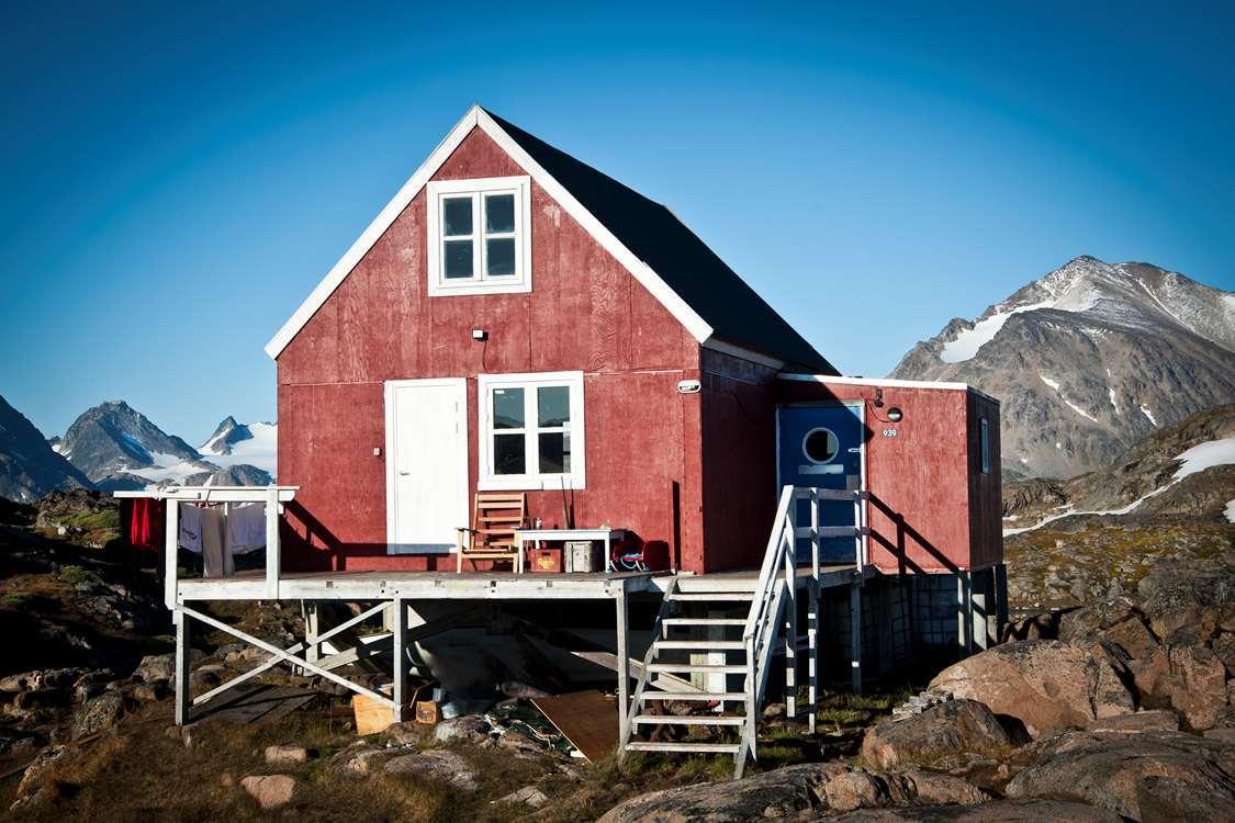 Kulusuk Hostel from outside on a sunny day. Photo by Kulusuk Hostel