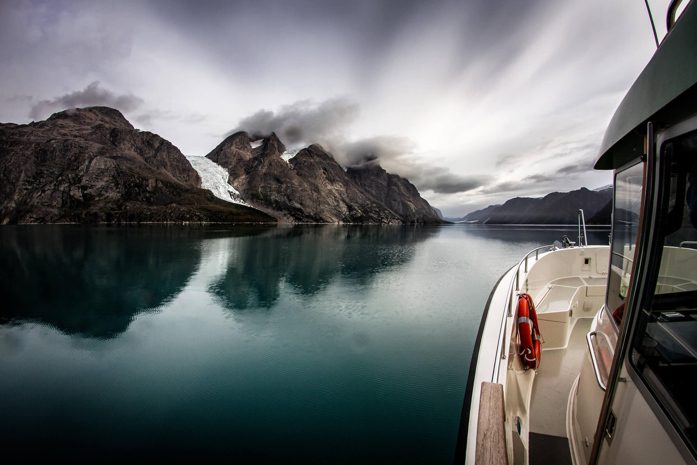Boat tours in greenland go boating experience whales for Fjord agency