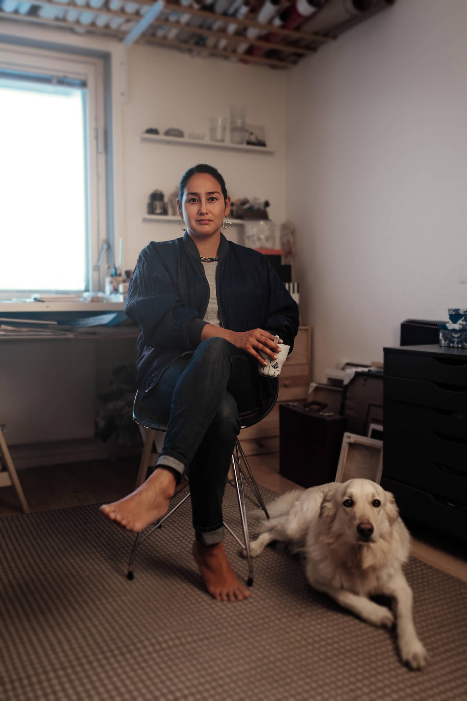 portrait of the greenlandic artist lisbeth karline poulsen in her rh visitgreenland com in her home riding of don valley west in her own home