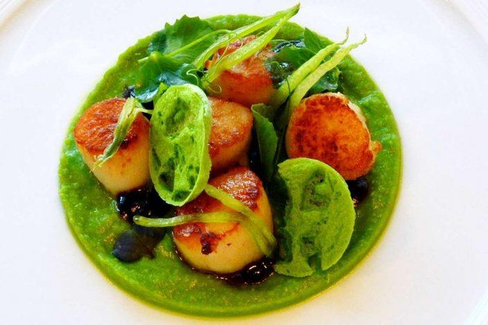 Greenlandic Gastronomy with scallops at Restaurant Sarfalik in Nuuk, Greenland. Photo by Restaurant Sarfalik