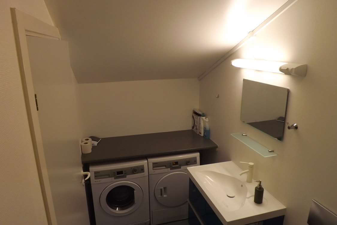 Modern bathroom with washing machine and tumble dryer. Photo by Sydbo, Visit Greenland